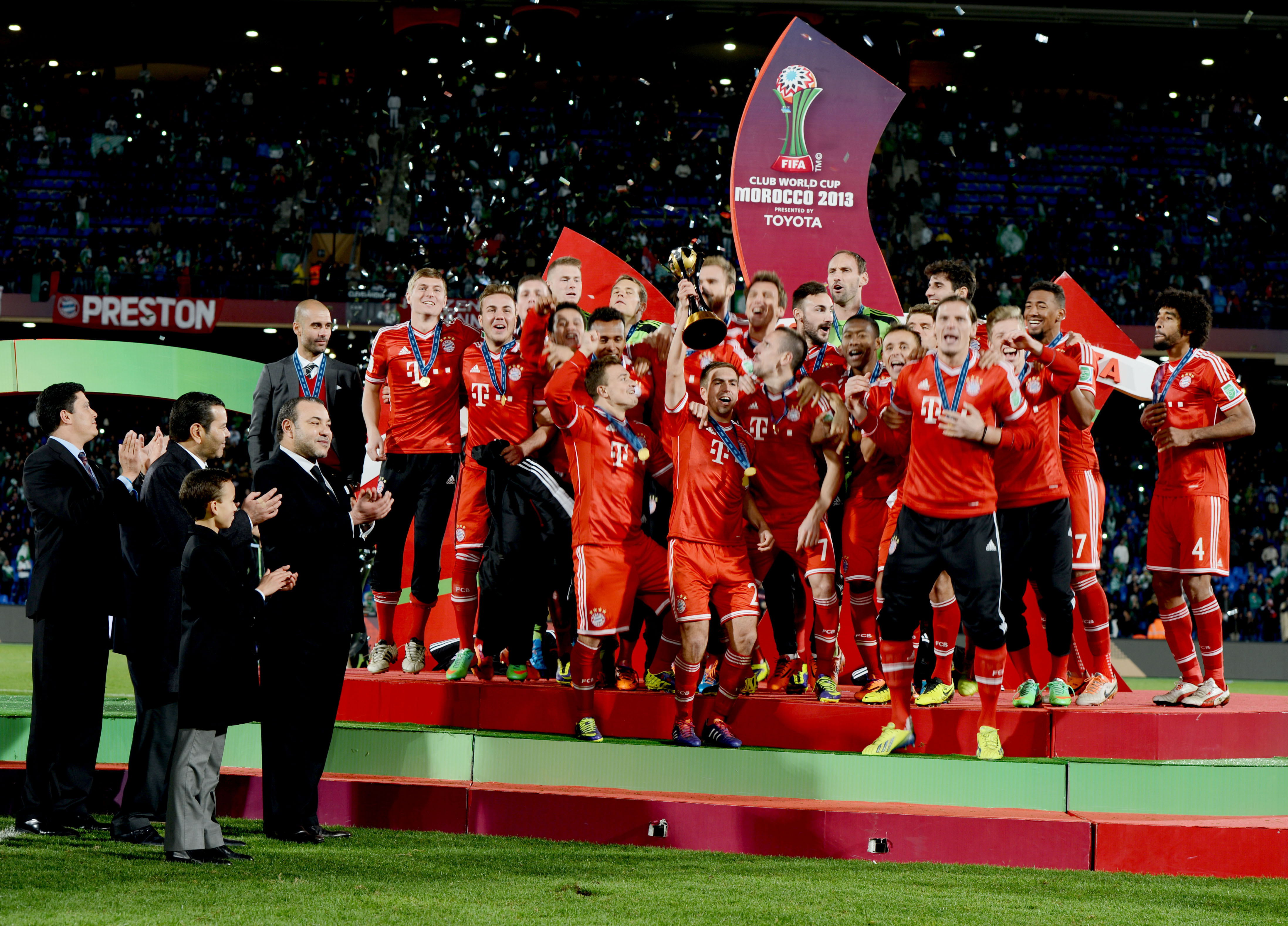 Hm the king chairs awards ceremony of 2013 club world cup - Coupe du monde des clubs 2009 ...