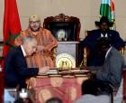 SM el Rey Mohammed VI y el presidente de la República de Sudán del Sur, Salva Kiir Mayardit, presiden, en el palacio presidencial en Yuba, la ceremonia de firma de nueve acuerdos bilaterales en diferentes dominios entre los dos países