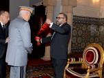 صاحب الجلالة الملك محمد السادس يوشح الجنرال دوكور دارمي حسني بنسليمان بالحمالة الكبرى لوسام العرش