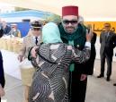 """SM el Rey Mohammed VI lanza la operación nacional de ayuda alimentaria """"Ramadán 1439"""" en el barrio Al Inbiath en Salé"""