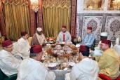 SM el Rey Mohammed VI ofrece en la Residencia Real en Salé un Iftar en honor del presidente gabonés, Ali Bongo Ondimba, y del presidente de la Comisión de la Unión Africana, Moussa Faki Mahamat