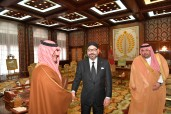 SM el Rey Mohammed VI recibe, en el Palacio Real en Rabat, al ministro saudí del Interior, SAR el Príncipe Abdelaziz Bin Saud Bin Nayef Bin Abdelaziz