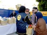 """SM el Rey Mohammed VI lanza en el barrio """"El Qamra"""" en el distrito de Yaacoub Al Mansour en Rabat la operación nacional de apoyo alimentario """"Ramadán 1440"""", organizada por la Fundación Mohammed V para la Solidaridad con motivo del mes sagrado del Ramadán"""