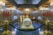 Rabat - HM King Mohammed VI, Commander of the Faithful, visits grave of late HM King Mohammed V