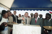 HM King Mohammed VI and Senegalese President Abdoulaye Wade inaugurated a pharmaceutical unit - Dakar, 2004