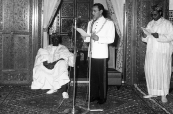 King Hassan II decorates the Nrst president of the State of Mali, Mr. Modibo Keita