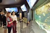 "SAR la Princesse Lalla Hasnaa visite le ""Vancouver Aquarium Marine Science Centre"" (Centre des sciences et recherches marines de Vancouver) - Canada"