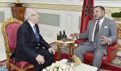 """SM el Rey Mohammed VI recibe en la sede de su residencia en Túnez, a Beji caid Sebssi, presidente del partido """"Nidae Tounes"""""""