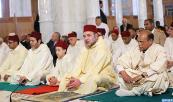 SM el Rey, Amir Al Muminin, y el Presidente tunecino cumplen la oración del viernes en la mezquita Imam Malik Ibn Anas en Túnez