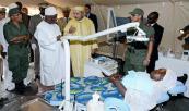جلالة الملك مرفوقا بالرئيس المالي يزور المستشفى العسكري الميداني المغربي بباماكو