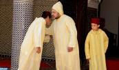SM el Rey Mohammed VI, Amir Al Muminin, cumple la oración de Eid Al-Fitr en la mezquita Ahl Fes, en Mechouar en Rabat, y recibe las felicitaciones con esta feliz ocasión