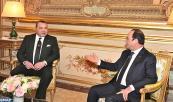 SM el Rey Mohammed VI se entrevista en el Palacio del Elíseo en París con el presidente de la República francesa, François Hollande
