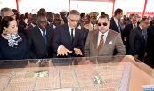 """SM el Rey y el presidente senegalés visitan el proyecto inmobiliario """"Cité des fonctionnaires"""" realizado por una sucursal del grupo marroquí Holmarcom"""