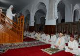 أمير المؤمنين يؤدي صلاة الجمعة بمسجد غينيا بالحسيمة