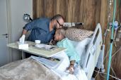 SM el Rey Mohammed VI visita a Abderrahmane Youssoufi hospitalizado por una neumonía