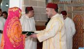 SM el Rey, Amir Al Muminin, cumple la oración del viernes en la mezquita Al Masjid Al Atiq en Casablanca