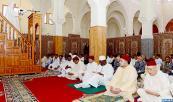 SM el Rey, Amir Al Muminin, cumple la oración del viernes en la mezquita Assalam en Dajla