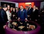 """SM el Rey y el presidente francés visitan en el IMA la exposición """"Tesoros del Islam en África, de Tombuctú a Zanzíbar"""""""