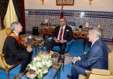 SM el Rey Mohammed VI recibe, en el Palacio Real en Tánger, al presidente de Boeing Commercial Airplanes, Raymond L. Conner