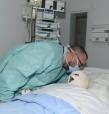 SM el Rey Mohammed VI visita al herido del accidente de tráfico ingresado en el hospital universitario de Marrakech