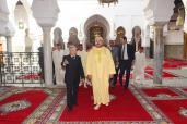 Fez: SM el Rey, Amir Al Muminin, visita al Mausoleo de Moulay Driss Al Azhar después de su restauración