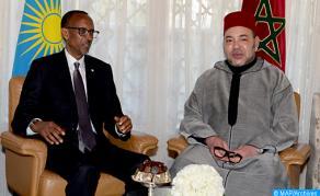 SM el Rey recibido con honores en Kigali