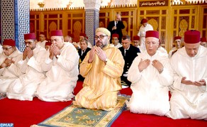 """أمير المؤمنين يؤدي صلاة الجمعة بمسجد """"حسان"""" بمدينة الرباط"""