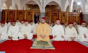 SM el Rey, Amir Al Muminin, cumple la oración del viernes en la mezquita Al Qods en Salé