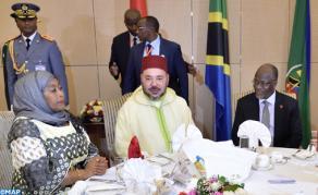 Le président tanzanien offre un diner officiel en l'hoonneur de SM le Roi