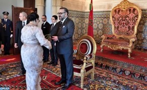 SM el Rey nombra a nuevos embajadores y recibe a embajadores extranjeros venidos para despedirse del Soberano