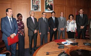 """Signature à Rabat d'une convention cadre relative à la gestion par la CCG du Fonds """"Innov Invest"""""""