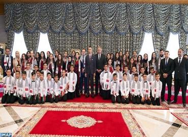 SAR el Príncipe Heredero Moulay El Hassan recibe a los niños de Al Quds que participan en la 12ª edición de los campamentos de verano, organizada por la Agencia Bayt Mal Al-Quds Acharif