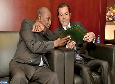 صاحب السمو الملكي الأمير مولاي رشيد يسلم باسم جلالة الملك مذكرة أولية حول الهجرة لرئيس الاتحاد الإفريقي