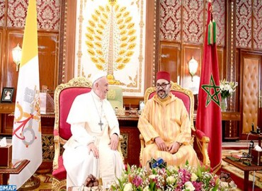 HM the King, Commander of the Faithful, Holds One-to-One Talks with His Holiness Pope Francis