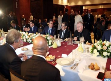 جلالة الملك يقيم بمراكش مأدبة غداء على شرف المشاركين في المؤتمر الحكومي الدولي حول الهجرة