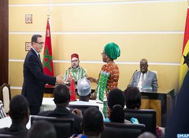 SM le Roi et le Chef de l'Etat ghanéen président la cérémonie de signature de 25 accords bilatéraux