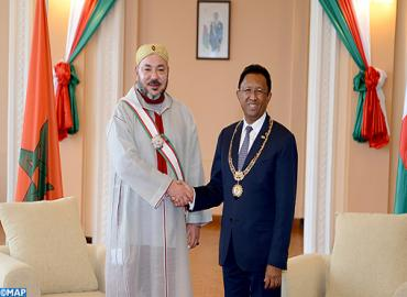 جلالة الملك يجري بأنتاناناريفو مباحثات على انفراد مع رئيس جمهورية مدغشقر