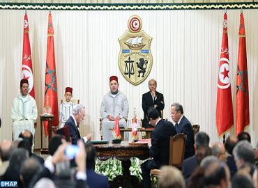 SM el Rey y el presidente tunecino presiden la ceremonia de firma de varios convenios bilaterales