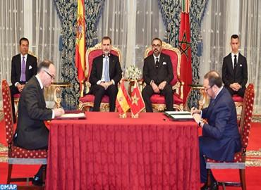 SM el Rey Mohammed VI y SM el Rey Felipe VI de España presiden la ceremonia de firma de varios acuerdos de cooperación bilateral