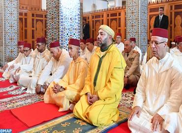 SM le Roi, Amir Al Mouminine, accomplit la prière du vendredi à la mosquée Lalla Asmae à Rabat