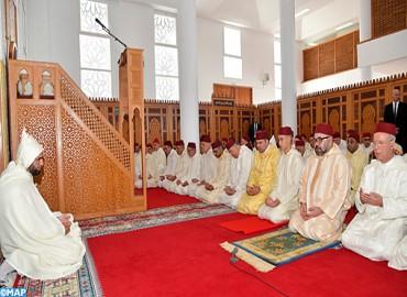 SM el Rey, Amir Al Muminin, cumple la oración del viernes en la Mezquita Hassan en Rabat