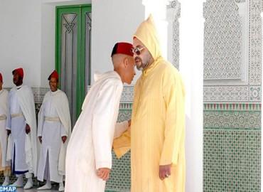 أمير المؤمنين يؤدي صلاة عيد الأضحى المبارك بمسجد الحسن الثاني بتطوان ويتقبل التهاني بالمناسبة السعيدة