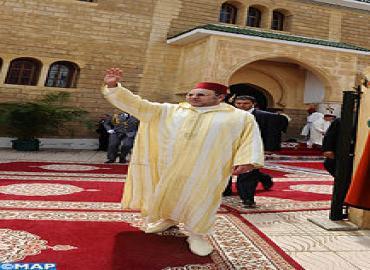 أمير المؤمنين يؤدي صلاة الجمعة بمسجد التيسير بالدار البيضاء