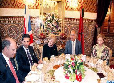 جلالة الملك يقيم مأدبة عشاء على شرف السيدة فيونا وولف