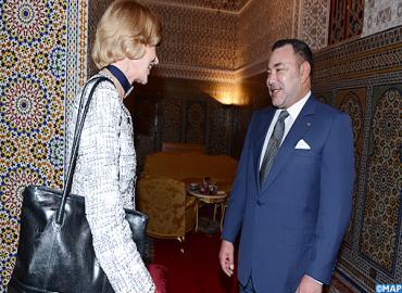 جلالة الملك يستقبل بتطوان السيدة فيونا وولف اللورد عمدة الحي المالي بلندن