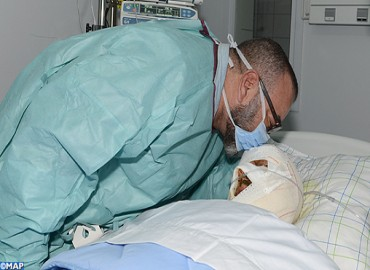 HM the King Goes to the Bedside of Injured Person in Marrakech-Agadir Highway Accident