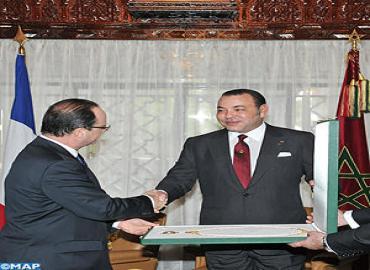 Sa Majesté le Roi s'entretient avec le Président Français