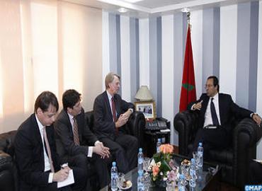 وزير الطاقة والمعادن والماء والبيئة يتباحث مع الرئيس المدير العام لمجموعة (شال)