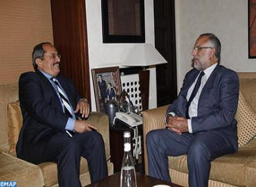 وزير الدولة يتباحث مع المدير العام لمنظمة العمل العربية