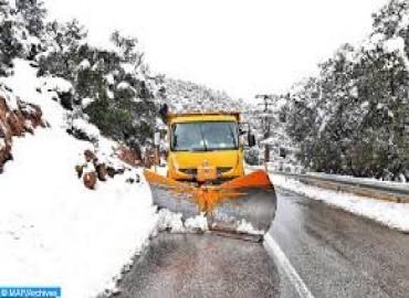 Béni Mellal: Rétablissement de la circulation sur plusieurs axes routiers enneigés